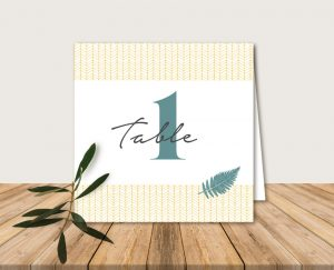 nom de tables mariage folk chic or et vert fougeres