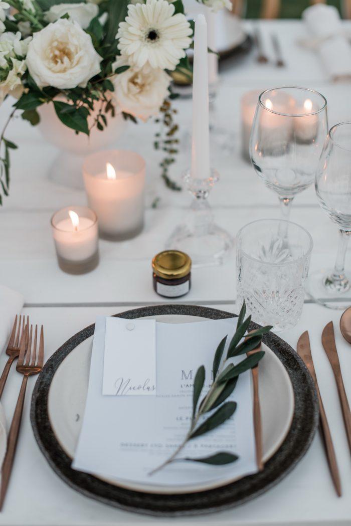 création impression menu original mariage chic calque blanc te vert végétal olivier eucalyptus