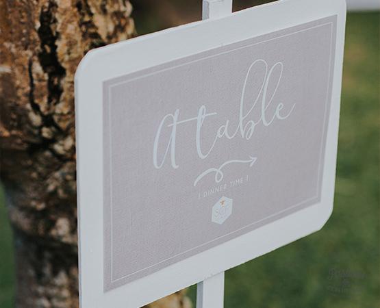 affiche accueil mariage bali naturel decontracte lin blanc