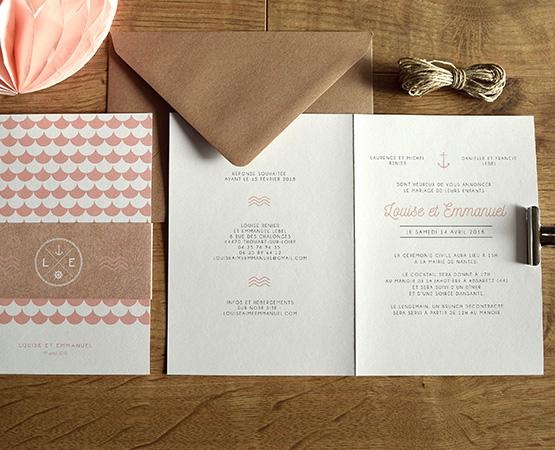 faire-part mariage chic champetre avec motif geometrique rose corail peche pastel