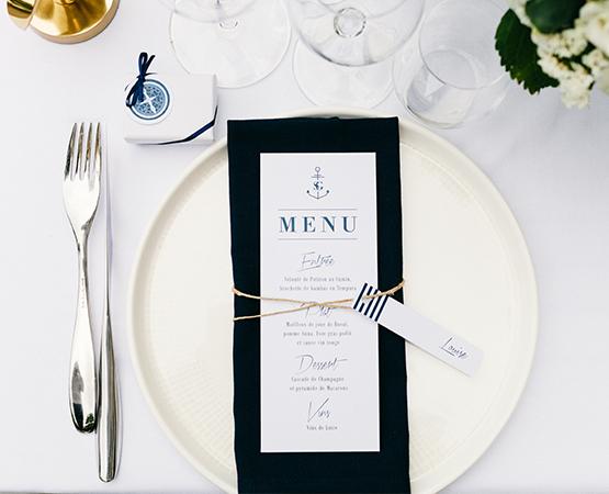 Faire-part de mariage Marin Marine | menu mariage chic theme marin marine bord de mer rayures ancre bleu boussole | Pastilles et Petits Pois