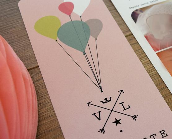 faire-part naissance chic avec ballons et logo flèches étoiles