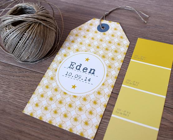 faire-part naissance original format étiquette bagage tag avec motif scandinave et cordelette de lin